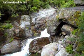 torrente-minerali-acqua-rocce