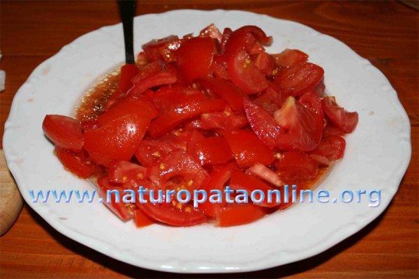 pomodori conditi piatto