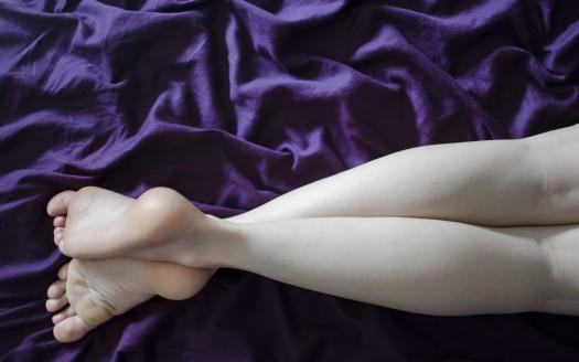 Le vene sulla gamba sinistra feriscono tirate