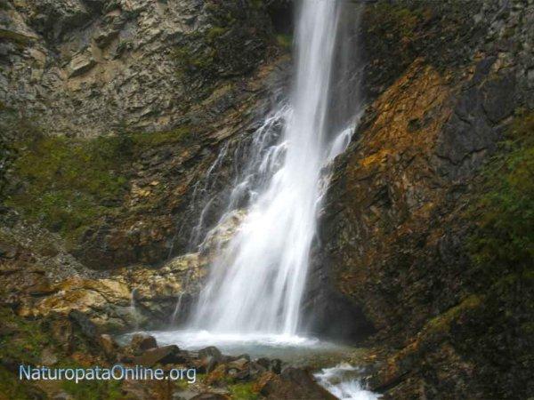 hunza acqua cascata