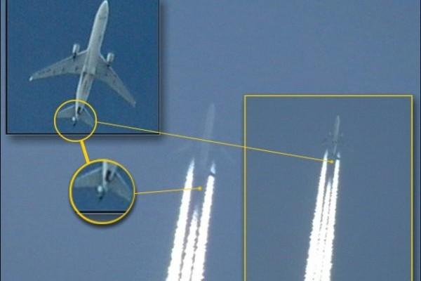 aereo con scie chimiche