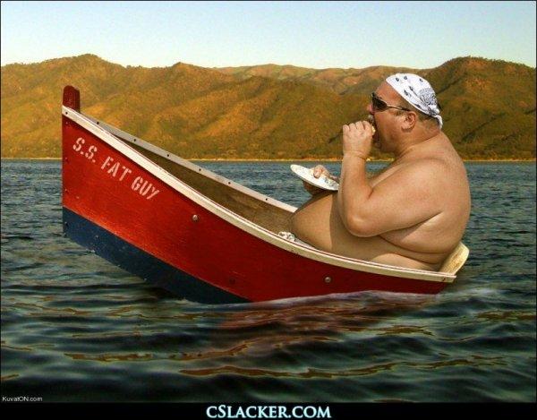 uomo sovrappeso barca lago