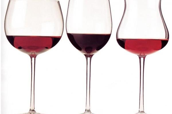 tre bicchieri vino rosso