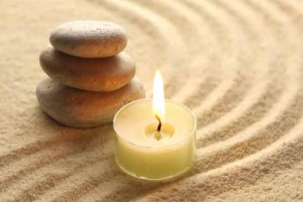 meditazione-candela-sassi-zen
