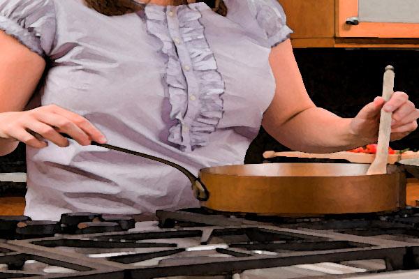 donna-cucina-pentola