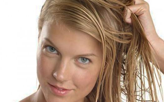 donna-oli-essenziali-capelli