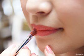 Chi utilizza molti prodotti per il corpo rischia di essere esposto a sostanze contenute in prodotti cosmetici pericolosi, ecco come proteggerci