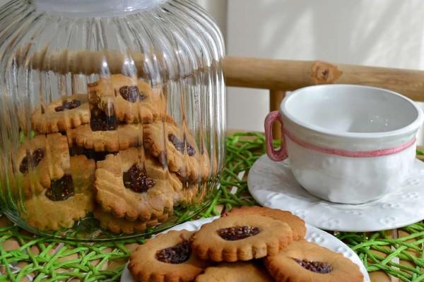 Biscotti con farina di farro e marmellata di fichi