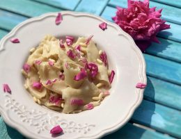 Tagliatelle-orientali-alle-rose