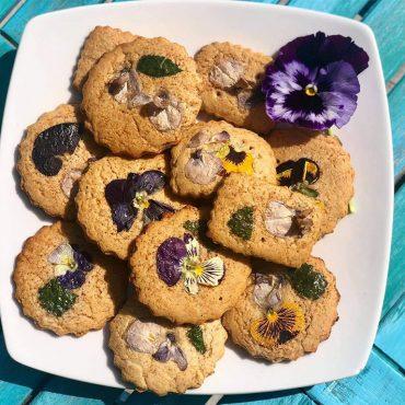 Biscotti fioriti al miele
